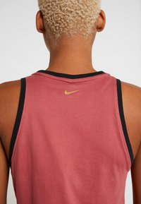 Nike Performance - DRY TANK GLAM DUNK - T-shirt sportiva - cedar/black/metallic gold - 6