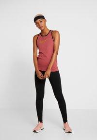 Nike Performance - DRY TANK GLAM DUNK - T-shirt sportiva - cedar/black/metallic gold - 1