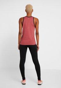 Nike Performance - DRY TANK GLAM DUNK - T-shirt sportiva - cedar/black/metallic gold - 2