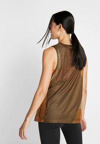 Nike Performance - ICON TANK - Camiseta de deporte - wheat/club gold/black - 2