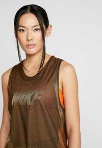 Nike Performance - ICON TANK - Camiseta de deporte - wheat/club gold/black - 3