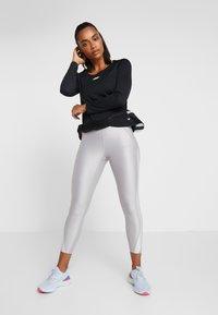Nike Performance - AIR - Funkční triko - black/white - 1