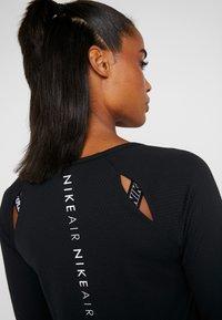 Nike Performance - AIR - Funkční triko - black/white - 4