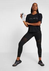 Nike Performance - DRY - T-shirt z nadrukiem - black/white - 1