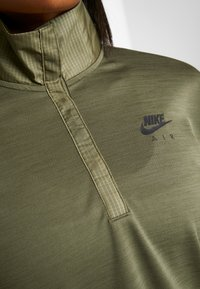Nike Performance - TOP MIDLAYER AIR - Camiseta de deporte - medium olive/black - 6