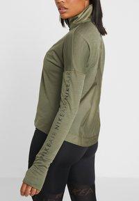 Nike Performance - TOP MIDLAYER AIR - T-shirt de sport - medium olive/black - 4