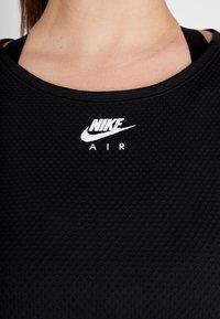 Nike Performance - AIR PLUS - Koszulka sportowa - black/white - 6