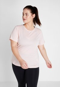 Nike Performance - PLUS - T-shirt basic - echo pink/white - 0