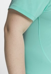 Nike Performance - PLUS - T-shirt basic - mint - 4