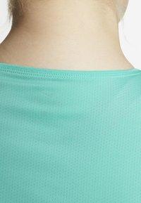 Nike Performance - PLUS - T-shirt basic - mint - 5