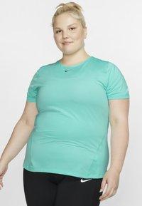 Nike Performance - PLUS - T-shirt basic - mint - 0