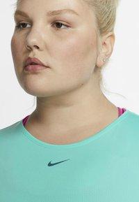 Nike Performance - PLUS - T-shirt basic - mint - 3