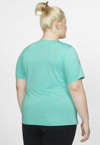 Nike Performance - PLUS - T-shirt basic - mint - 2