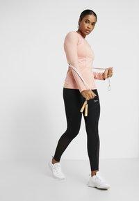 Nike Performance - WARM HOLLYWOOD - Koszulka sportowa - pink quartz/clear - 1