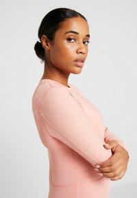 Nike Performance - WARM HOLLYWOOD - Koszulka sportowa - pink quartz/clear - 3