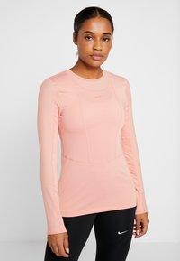 Nike Performance - WARM HOLLYWOOD - Koszulka sportowa - pink quartz/clear - 0