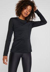 Nike Performance - WARM HOLLYWOOD - Koszulka sportowa - black/clear - 0