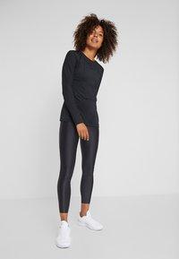 Nike Performance - WARM HOLLYWOOD - Koszulka sportowa - black/clear - 1