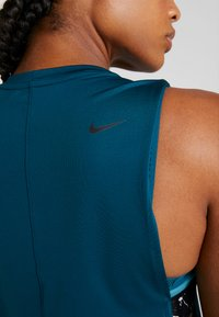 Nike Performance - MARBLE LOOSE TANK - Funktionstrøjer - midnight turq/black - 6