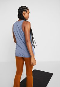 Nike Performance - YOGA TANK KEYHOLE - Sports shirt - mystic navy/heather/black - 2