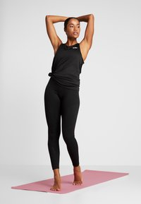 Nike Performance - YOGA TANK KEYHOLE - Funkční triko - black/vast grey - 1
