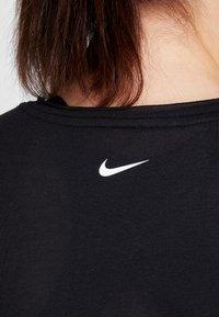 Nike Performance - DRY SIDE TIE PLUS - Triko spotiskem - black/white - 5
