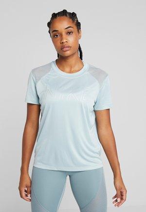 DRY MILER - T-shirt z nadrukiem - ocean cube/metallic silver