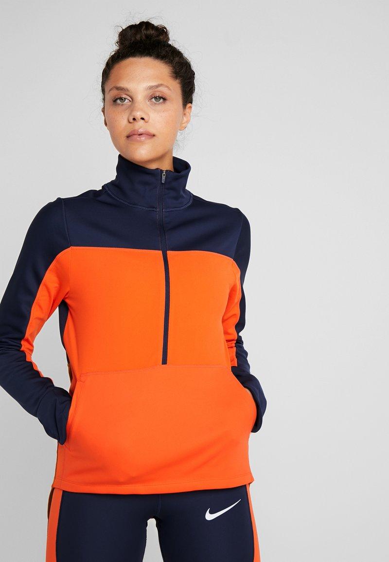 Nike Performance - REPEL TOP MIDLAYER - Bluza z polaru - obsidian/team orange/reflective silver
