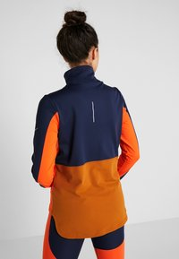 Nike Performance - REPEL TOP MIDLAYER - Bluza z polaru - obsidian/team orange/reflective silver - 2