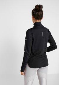 Nike Performance - REPEL TOP MIDLAYER - Bluza z polaru - black/silver - 2