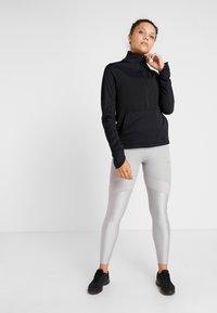 Nike Performance - REPEL TOP MIDLAYER - Bluza z polaru - black/silver - 1