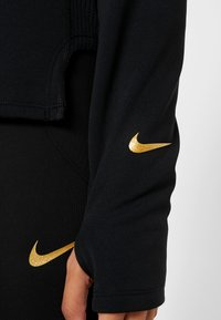 Nike Performance - MIDLAYER GLAM  - Jersey con capucha - black/metallic gold - 6