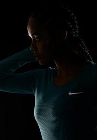 Nike Performance - INFINITE TOP  - Camiseta de deporte - mineral teal/reflective silver - 4