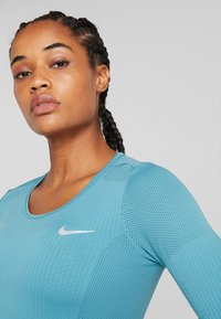 Nike Performance - INFINITE TOP  - Camiseta de deporte - mineral teal/reflective silver - 3