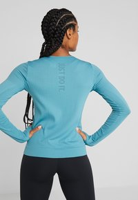Nike Performance - INFINITE TOP  - Camiseta de deporte - mineral teal/reflective silver - 2