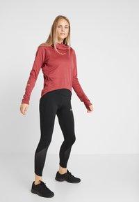 Nike Performance - GLAM MIDLAYER - Camiseta de deporte - cedar/metallic gold - 1
