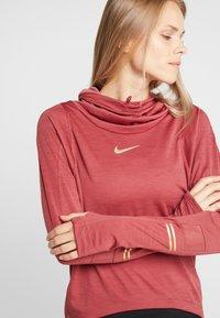 Nike Performance - GLAM MIDLAYER - Camiseta de deporte - cedar/metallic gold - 3