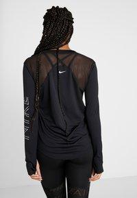 Nike Performance - DRY MILER  - T-shirt sportiva - black/metallic silver - 2