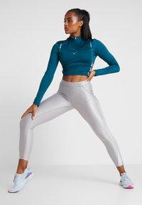 Nike Performance - HYPERWARM - Funkční triko - midnight turquoise/metallic silver - 1