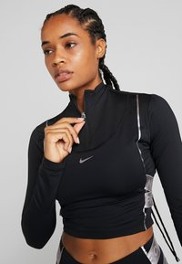 Nike Performance - HYPERWARM - Sports shirt - black/metallic silver - 3