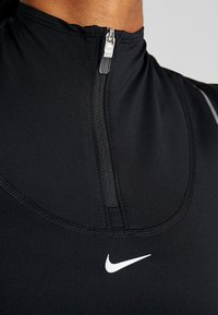 Nike Performance - HYPERWARM - Sports shirt - black/metallic silver - 6