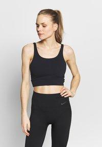 Nike Performance - W NK YOGA LUXE CROP TANK - Treningsskjorter - black/dark smoke grey - 0