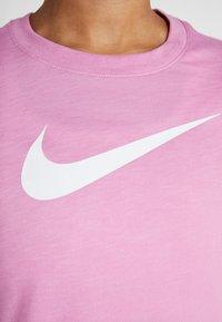 Nike Performance - DRY TEE CREW - Triko spotiskem - magic flamingo - 5
