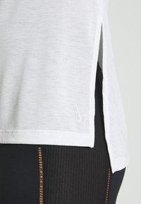 Nike Performance - YOGA LAYER  - Sports shirt - summit white/platinum tint - 4