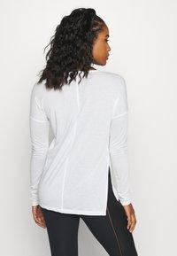 Nike Performance - YOGA LAYER  - Sports shirt - summit white/platinum tint - 2