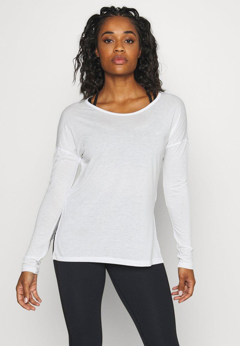 Nike Performance - YOGA LAYER  - Sports shirt - summit white/platinum tint