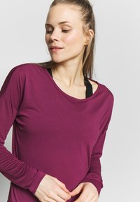 Nike Performance - YOGA LAYER  - Sports shirt - villain red/shadowberry - 3