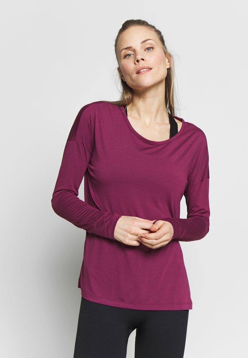 Nike Performance - YOGA LAYER  - Sports shirt - villain red/shadowberry