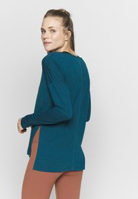 Nike Performance - YOGA LAYER TOP - Camiseta de deporte - valerian blue/heather/industrial blue - 2