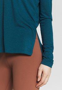 Nike Performance - YOGA LAYER TOP - Camiseta de deporte - valerian blue/heather/industrial blue - 5